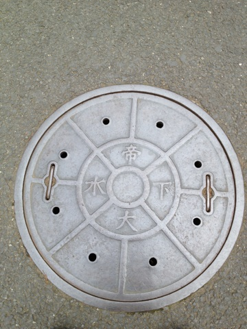 東京帝国大学のマンホール